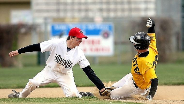 野球のタッチアウト