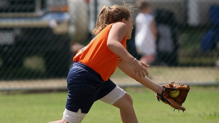 女性野球選手の守備