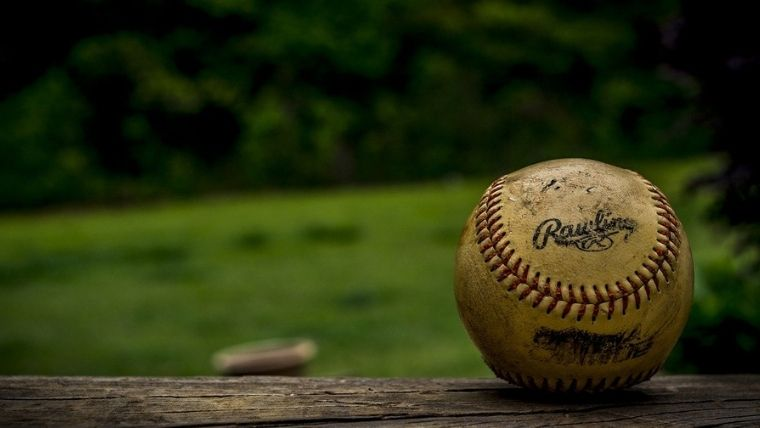 使い込んだ野球のボール