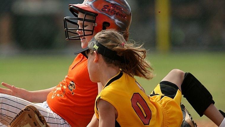 走者と守備が交差する女子野球