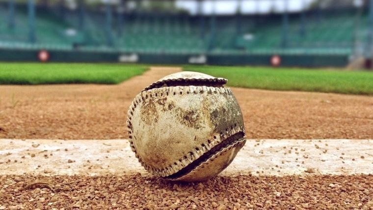 球場に落ちているボール